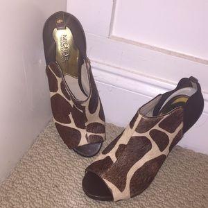 MICHAEL KORS GIRAFFE HAIR PRINT 7.5 peep toe heels
